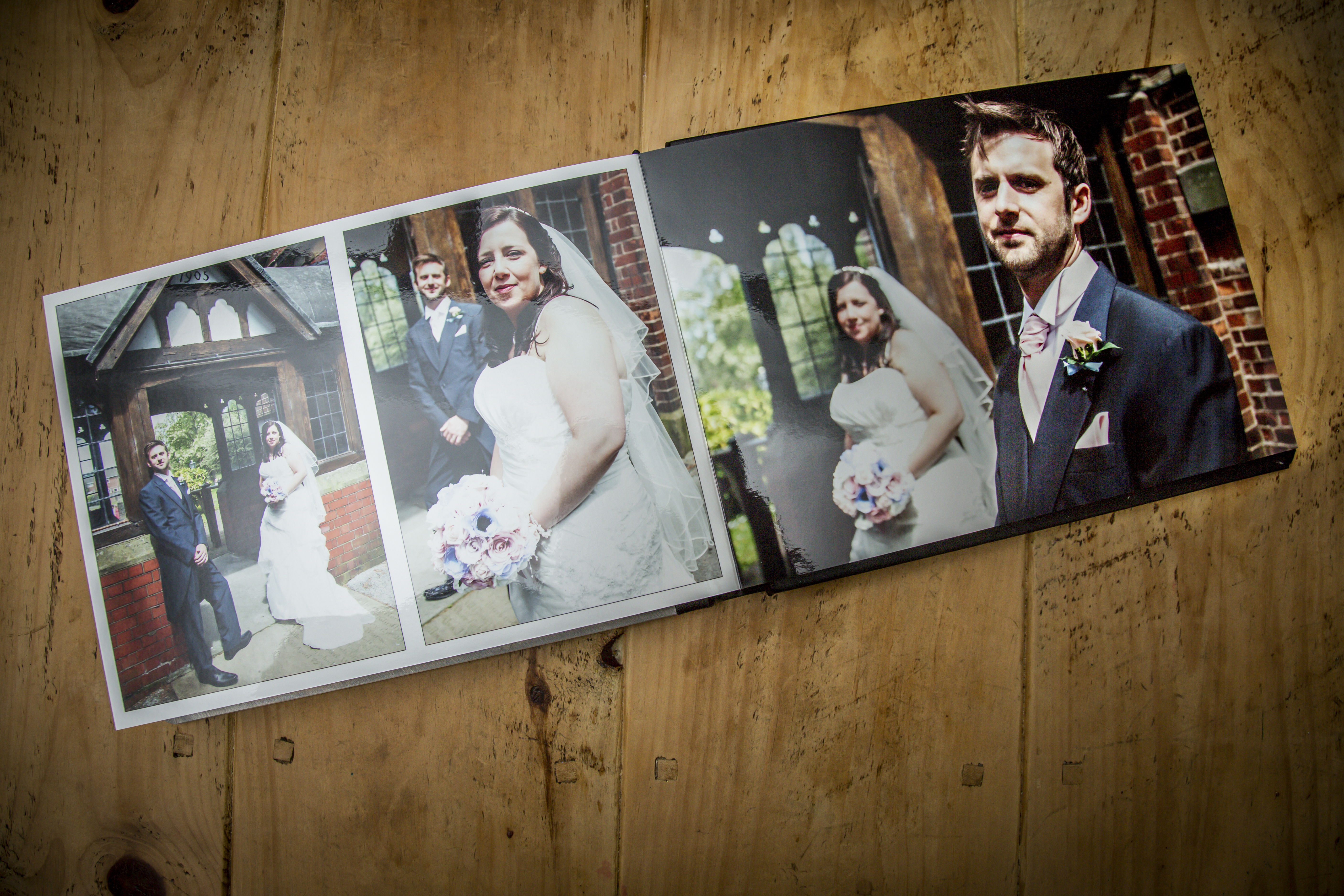 Graphistudio wedd0ing books from Simon J. Newbury Photography. Cheshire wedding photography. Cheshire wedding photographer